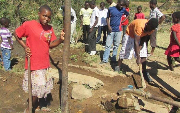 Group in Zimbabwe Repairing Community Well